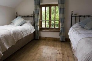 The Rugglestone Cottage - Twin Bedroom